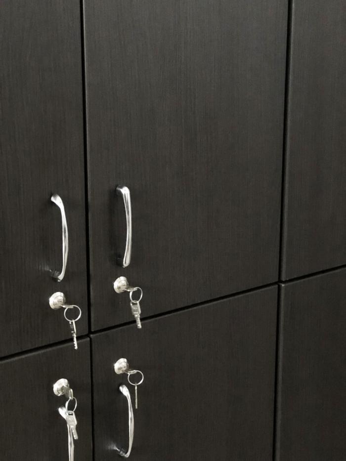 armadio-legno-spogliatoio-palestra